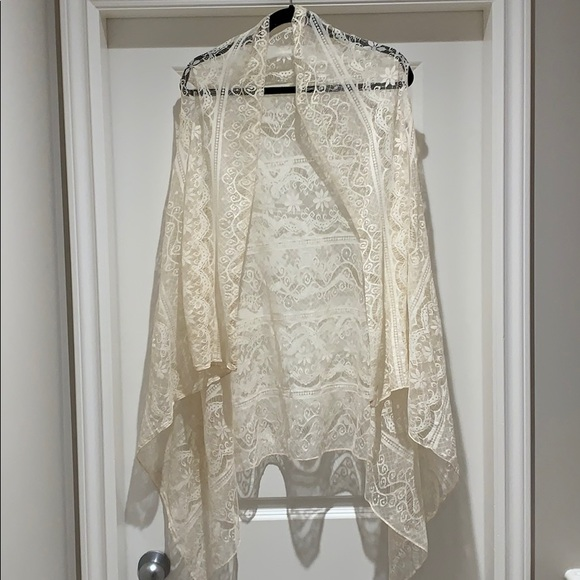 Off White Lace Vest/Kimono